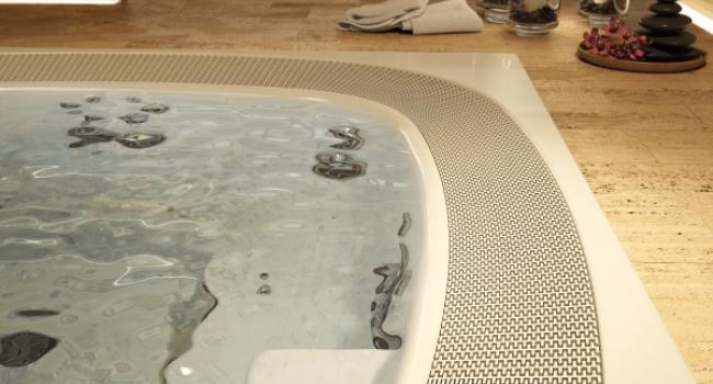 Closer look of overflow Jacuzzi® spa ENJOY