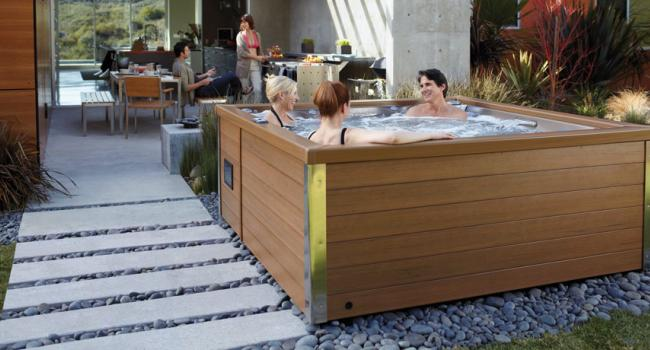 Jacuzzi® spa PREMIUM J-LXL in the garden